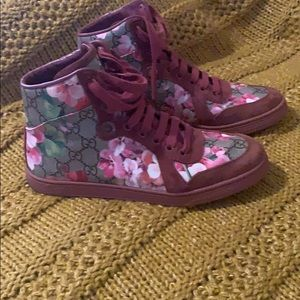 Gucci Floral Sneaker Size 7